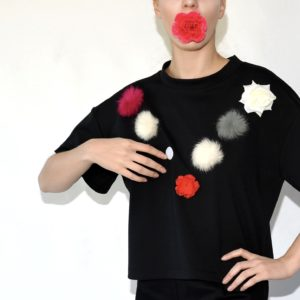 BLACK T-SHIRT WITH WHITE VELCRO DOTS